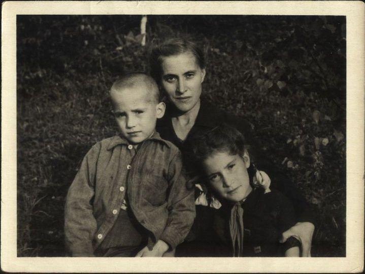 Александра Михайловна Баранова и её дети
