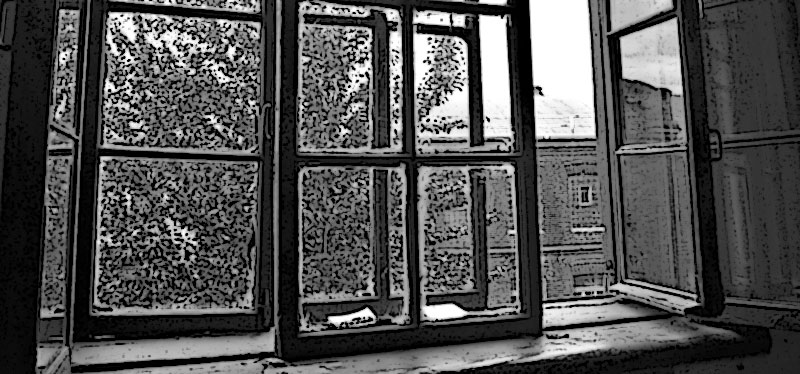 Окно старого дома