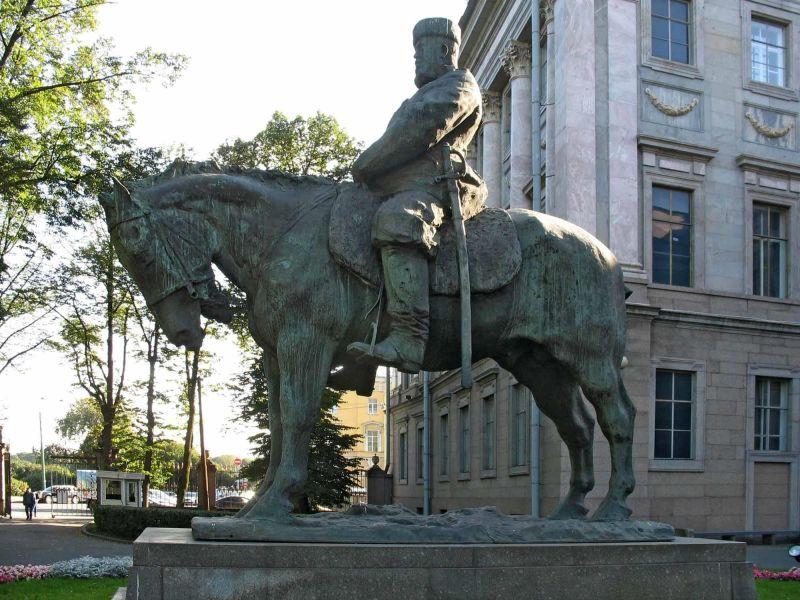 Памятник Александру III в СПб