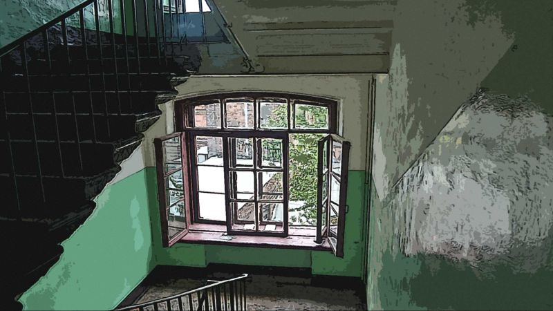 Лестница старого дома, СПб.